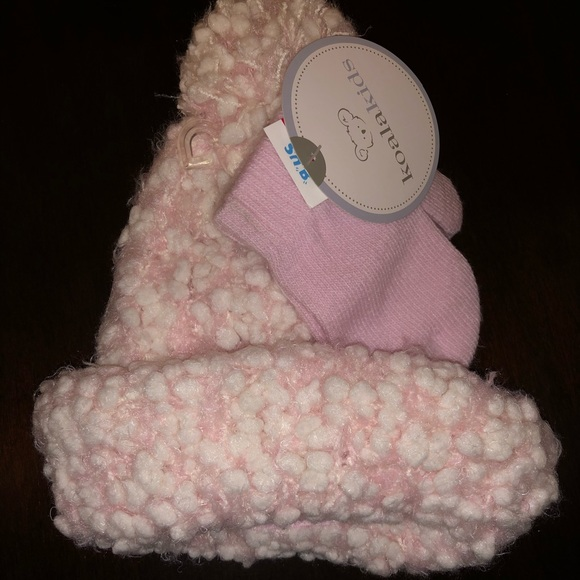 Koala Kids Other - Girls pink winter hat and matching mittens